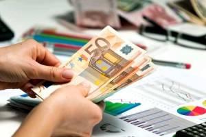 Privatus individualus pinigų **** pasiūlymas